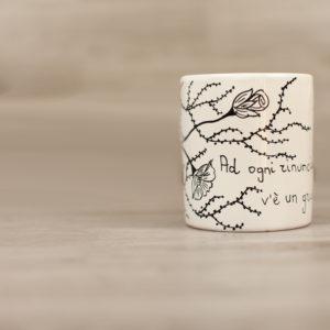 bicchiere-con-poesia-e-fiori-stilizzati