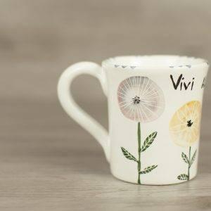 tazza-in-ceramica-con-fiori-stilizzati