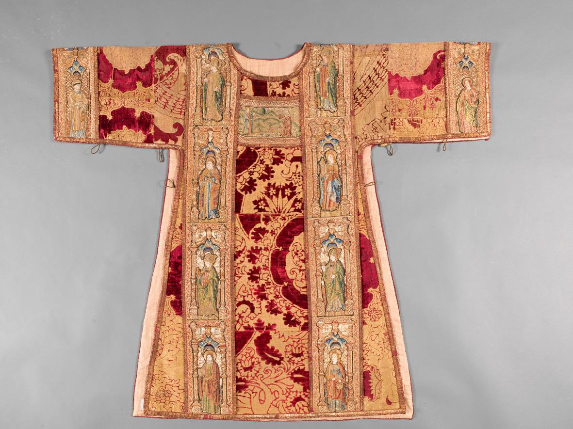 Fili d' oro e dipinti di seta. Velluti e ricami tra Gotico e Rinascimento a Trento