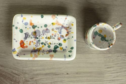 Tazzina con vassoio in ceramica dipinta a mano