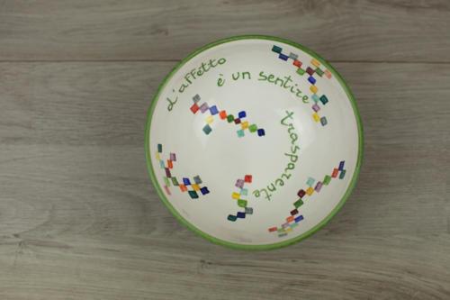 Ciotola in ceramica dipinta a mano