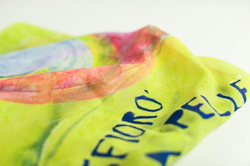 Foulard unisex in pura seta, con scritta personalizzata dipinta a mano