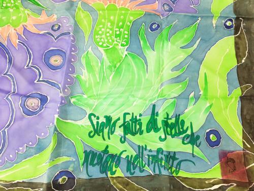 Foulard seta quadrato dipinto a mano con scritta e disegni colorati