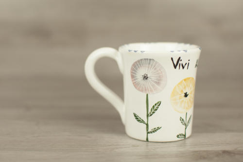 Mug con fiori dipinti a mano