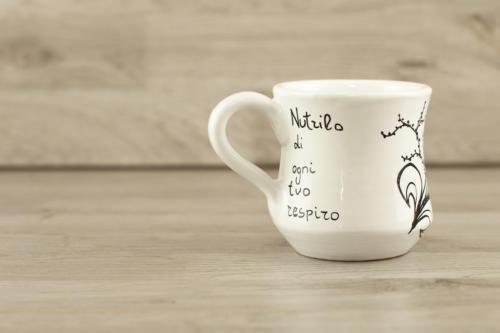 Tazza mug svasata personalizzata con scritta e fiori neri