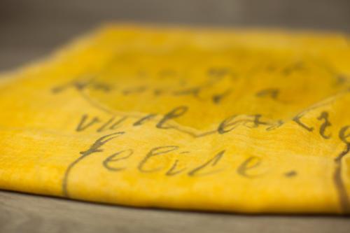 Pashmina gialla dipinta a mano