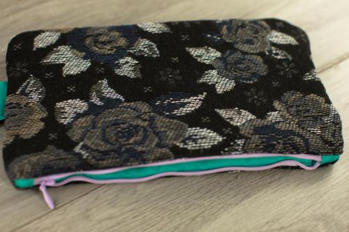 Pochette personalizzata piccola in lana con fiori e scritta