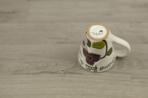Tazzina ceramica dipinta a mano in rilievo