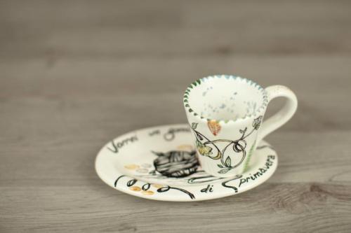 Tazzina con vassoio in ceramica