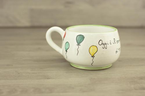 Tazza personalizzata tondeggiante con palloncini e scritta